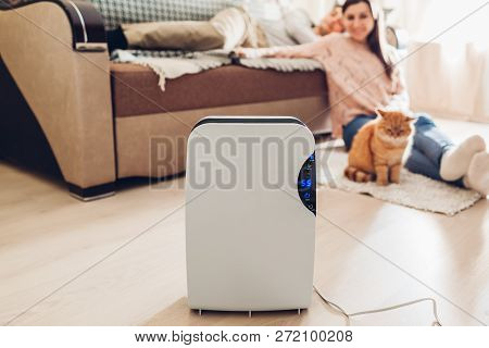Dehumidifier With Touch Panel, Humidity Indicator, Uv Lamp, Air Ionizer, Water Container Works At Ho