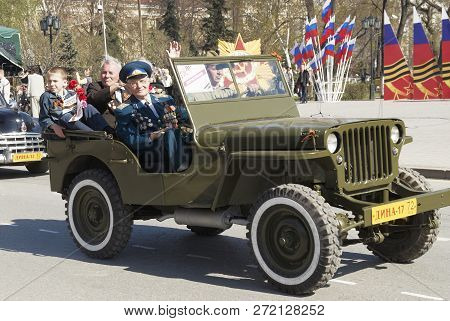 Tyumen, Russia - May 9. 2009: Parade Of Victory Day In Tyumen. Veterans Of World War 2 On The Suv Of