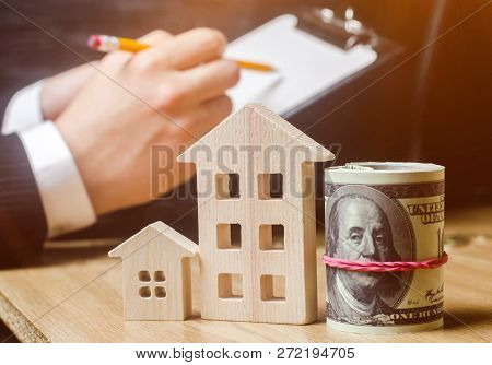 Real estate agent. Property valuation. Buying and selling a house, apartment. Home rent. Affordable housing. Financial investments and construction of new buildings. Financial risks. Realtor Services poster