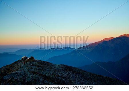Sunrise Above Mountain In Valley Himalayas Mountains Mardi Himal