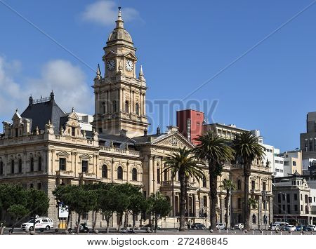 2018-09-16 Cape Town, South Africa: Cape Town City Hall Against Blue Sky