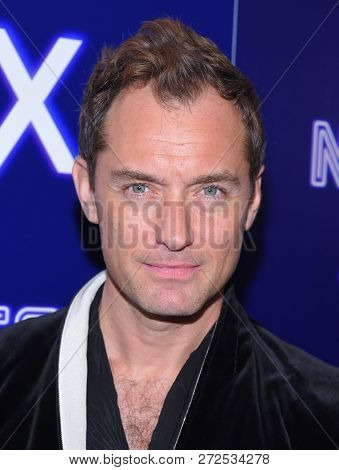 LOS ANGELES - DEC 05:  Jude Law arrives to the