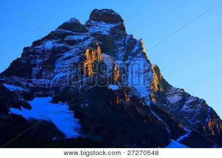 Sunrise colors over Matterhorn Peak (4478m)