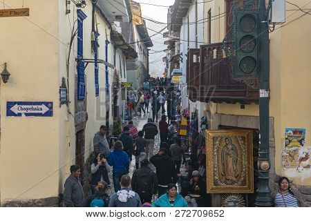 Cusco, Peru - Sep 12, 2018: View Of A Crowded Alley In Cusco City Of Peru. It Was The Historic Capit