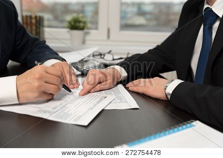 Tax Advisor Helps To Complete Us 1040 Tax Form
