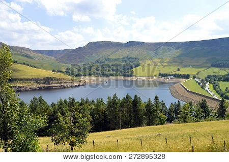 Dovestone Reservoir lies where the valleys of the Greenfield and Chew Brooks converge together above the village of Greenfield, on Saddleworth Moor in Greater Manchester