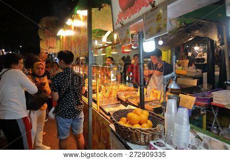 Kuala Lumpur Malaysia - November 20, 2018: Unidentified People Visit Jalan Alor Night Market In Kual