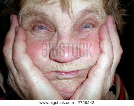 La anciana