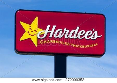 Hardee's Restaurant Exterior And Trademark Logo