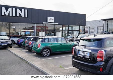 Bordeaux , Aquitaine / France - 02 01 2020 : Mini Logo Sign Car Automobiles Parked Store At Mini Coo