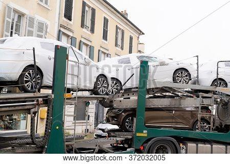 Bordeaux , Aquitaine / France - 02 21 2020 : Renault Truck Trailer Modern New Car Carrier Transporte