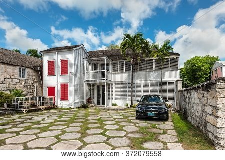 Nassau, Bahamas - May 3, 2019: Street View Of Nassau At Day With A Car In The Yard Near A Typical Re