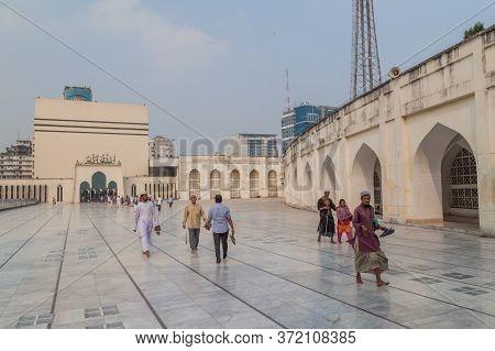 Dhaka, Bangladesh - November 20, 2016: Courtyard Of Baitul Mukarram National Mosque In Dhaka, Bangla
