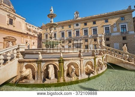 Fontana Pretoria Palermo Decorated With Mythological Statues On The Square Pretoria Palermo, The Tow