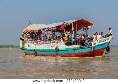 Dublar Char, Bangladesh - November 14, 2016: Hindu Pilgrims On Their Boat After Rash Mela Festival A