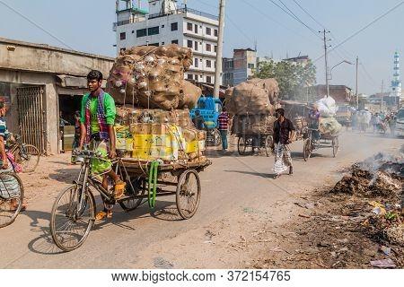 Dhaka, Bangladesh - November 22, 2016: Piles Of Garbage And Rickshaws At Sadarghat-gabtoli Road In C