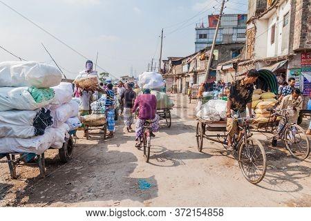 Dhaka, Bangladesh - November 22, 2016: Traffic At Sadarghat-gabtoli Road In Central Dhaka, Banglades