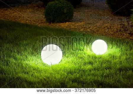 Illumination Backyard Light Garden With 2 Electric Ground Lanterns With Round Diffuser Lamp In The G