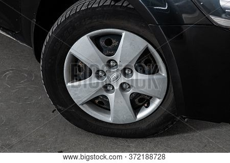 Novosibirsk/ Russia - June  03 2020: Kia Ceed,  Car Wheel With Alloy Wheel And New Rubber On A Car C