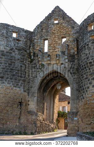 Porte Des Tours, The Medieval City Gate, Domme, Dordogne, Aquitaine, France, Europe