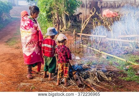 Kalaw, Myanmar - November 26, 2016: Villagers During A Cold Morning In The Area Between Kalaw And In