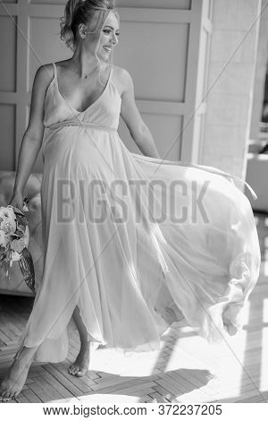 Pregnant Bride Morning. Bride With Belly. Beautiful Blond Pregnant Bride. Family Concept. Wedding Co