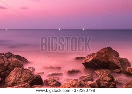 The beauty of the rocks along the coast with clear sky.Koh Lan island,Chonburi,Thailand. Styl 2