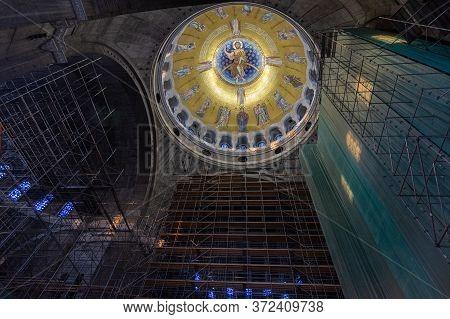 Belgrade / Serbia - July 6, 2018: Works On The Interior Decoration Of The Church Of Saint Sava, Serb