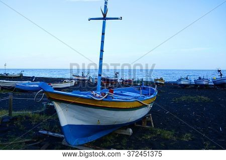 Stromboli Island, Aeolian Islands. Sicily. Italy. 12 Oktober 2019 - Black Beach With Volcanic Sand.