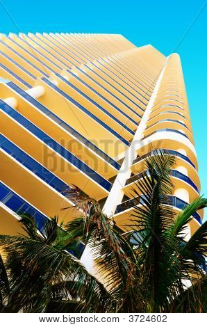 Highrise In Hallandale Beach