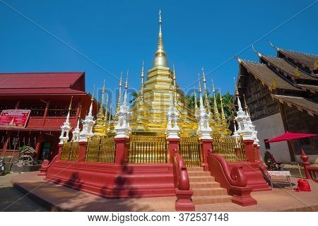 Chiang Mai, Thailand - December 19, 2018: Chedi Of The Ancient Buddhist Temple Wat Phantao On A Sunn