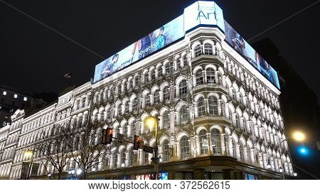 Beautiful Illuminated Building In The City Center Of Philadelphia - Philadelphia, Usa - April 7, 201