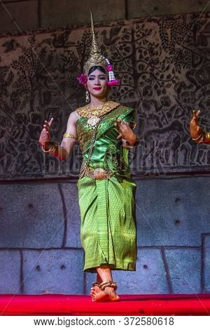 Siem Reap,cambodia - 28.06.2017 :a Group Of Aspara Dancers Were Performing At A Public Perform In Si
