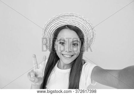 Summer Fun. Teen Girl Greeting Summer. Little Beauty In Straw Hat Make Selfie. Beach Style For Kids.