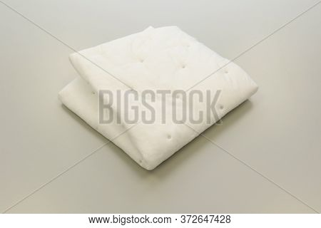 Chemical Absorbent Pads For Chemical Spill Kits Absorb Oil, Water, Acids, Caustic Or Solvent. Labora