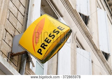 Bordeaux , Aquitaine / France - 06 01 2020 : Presse French Sign For Newspaper With Yellow Red Logo O