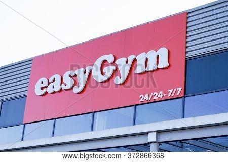 Bordeaux , Aquitaine / France - 01 15 2020 : Easygym Gymnasium Fitness Club Logo Store Easy Gym