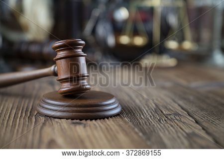Lawyers Office Concept. Law Symbols Composition - Gavel And Themis Statue On  Wooden  Desk.