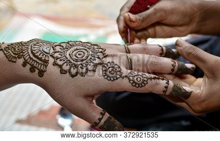 Beautiful Mehndi Designs On Hand At Indian Hindu Marriage. 01