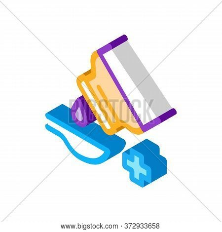 Drip Syrup Into Spoon Icon Vector. Isometric Drip Syrup Into Spoon Sign. Color Isolated Symbol Illus
