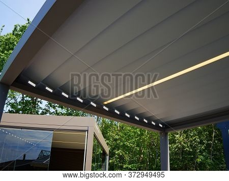 Modern Trendy Design Pergola Arbor Made Of Metal And Plastic Parts