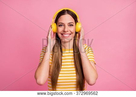 Close-up Portrait Of Her She Nice Attractive Lovely Pretty Cheerful Cheery Confident Girl Listening