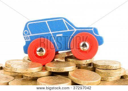 Carro na montanha de moeda