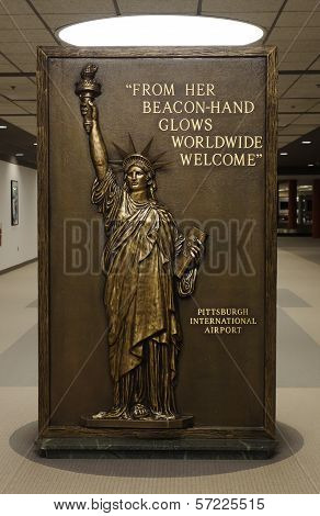 Sign with Statue of Liberty in Pittsburgh International Airport