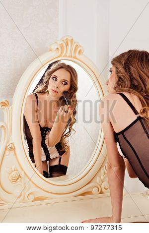 Sexy Girl To Apply Makeup Front Of The Mirror