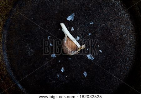 Ggarlic cloves on a textured black background