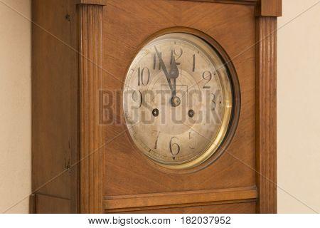 Antique Wooden Clock Deadline 5 To 12