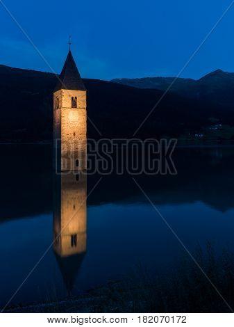 Notturno a Curon Venosta (Trentino Alto Adige) campanile sommerso