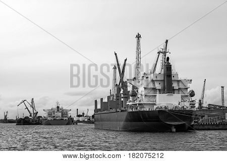 Maritime transportation industry. Ship transshipment of the port channel.