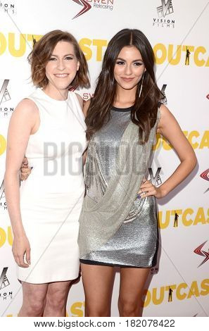 LOS ANGELES - APR 13:  Eden Sher, Victoria Justice at the